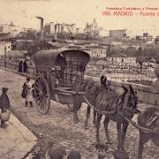 Carro cruza el puente de Segovia a principios del siglo XX