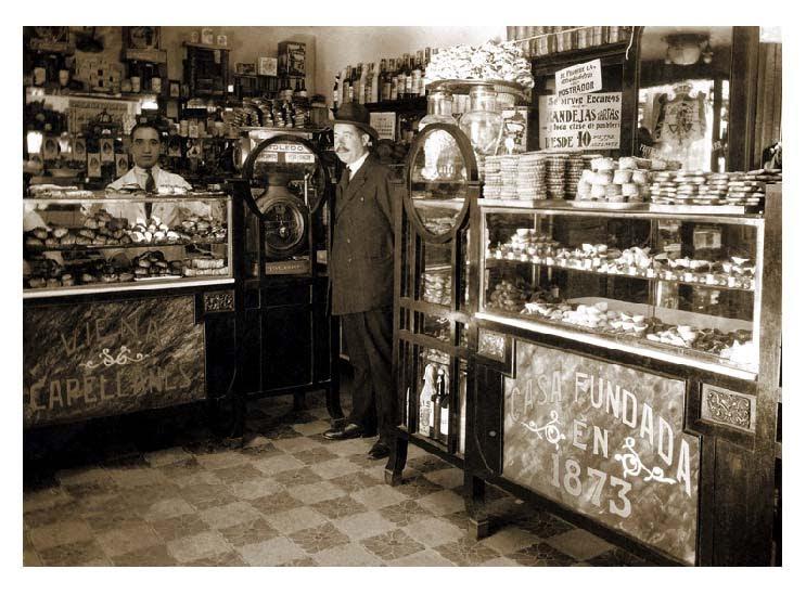 Interior de una de las tiendas de Viena Capellanes