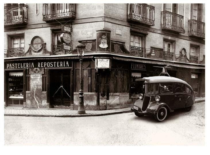 Pastelería Repostería de Viena Capellanes con coche autogíro para el reparto.