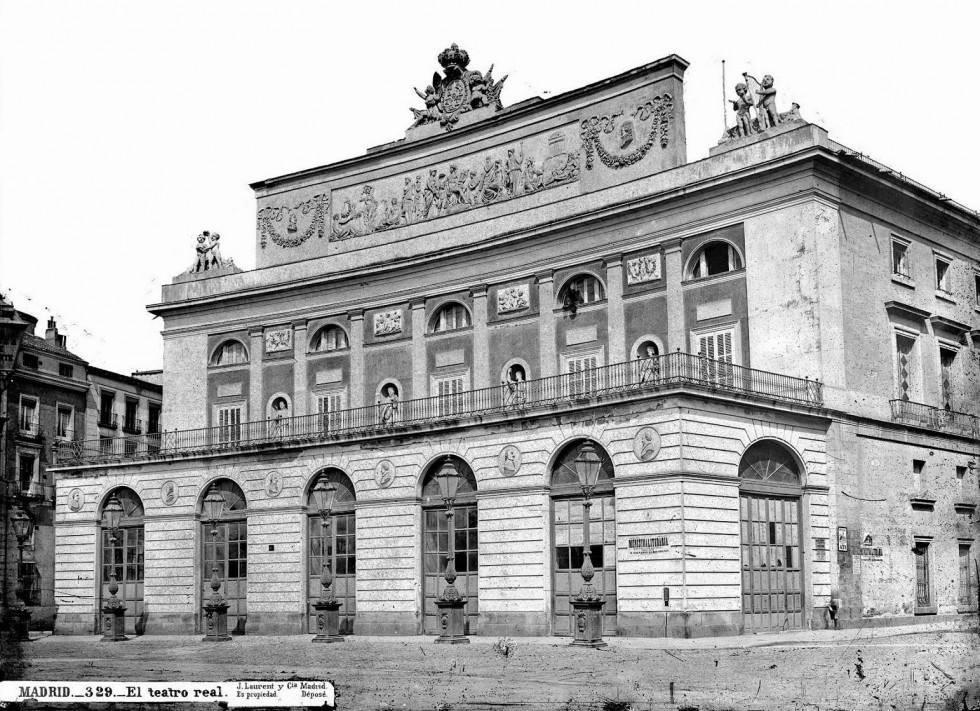 Fotografía de J. Lauren de la fachada del Teatro Real de Madrid