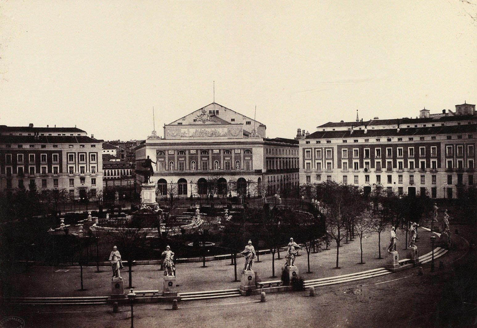 Plaza de Oriente y Teatro Real. Calotipo, 1853. Ch. Clifford. Biblioteca Nacional de España.