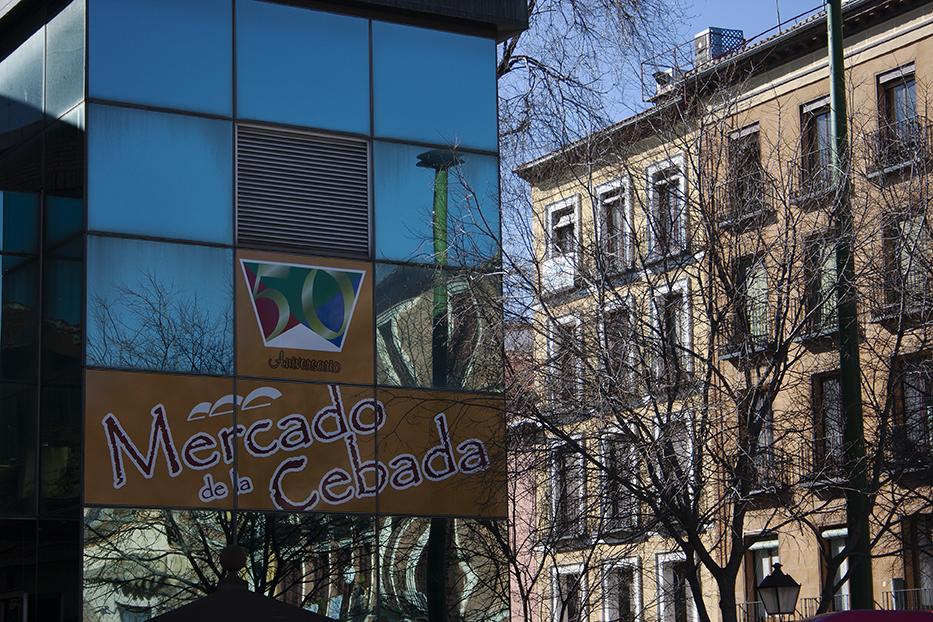 Detalle exterior de rótulo Mercado de la Cebada