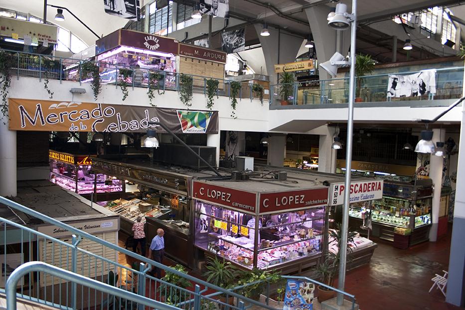Interior del Mercado de la Cebada en la actualidad