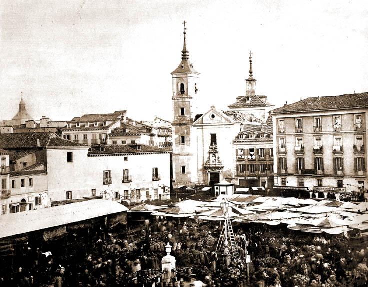 Plaza de la Cebada en 1860 con la iglesia de San Millán al fondo