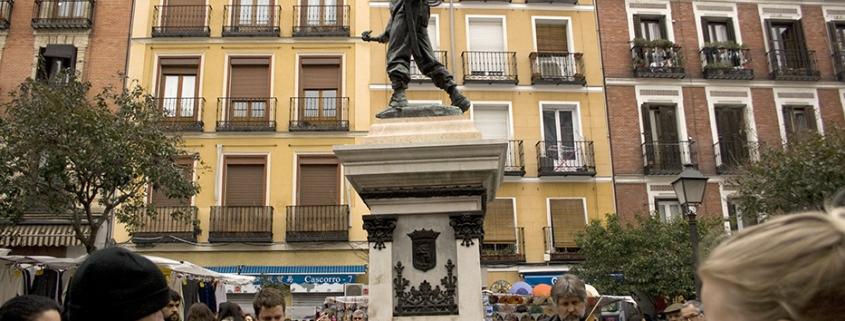 Escultura de Eloy Gonzalo (Cascorro) en la plaza del mismo nombre