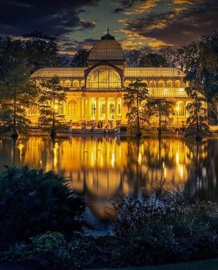 Palacio de Cristal del Retiro de noche