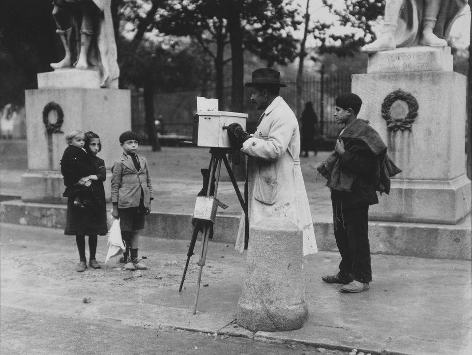 Fotógrafo en la Plaza de Oriente. Anfonso Sánchez Portela.