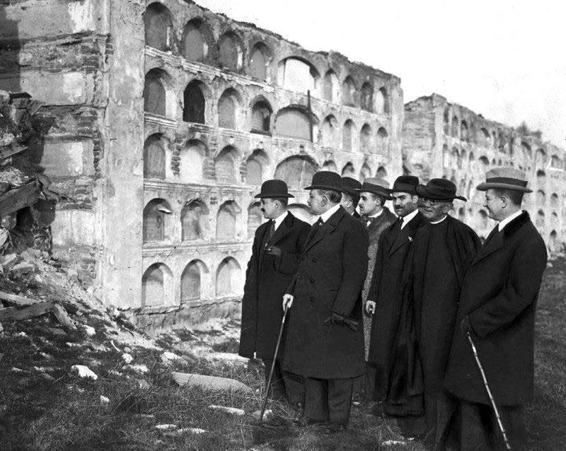 """Ministro de la Gobernación y el Alcalde de la Capital, acompañados de otras autoridades, visitan los restos del antiguo Cementerio de """"La Patriarcal"""""""
